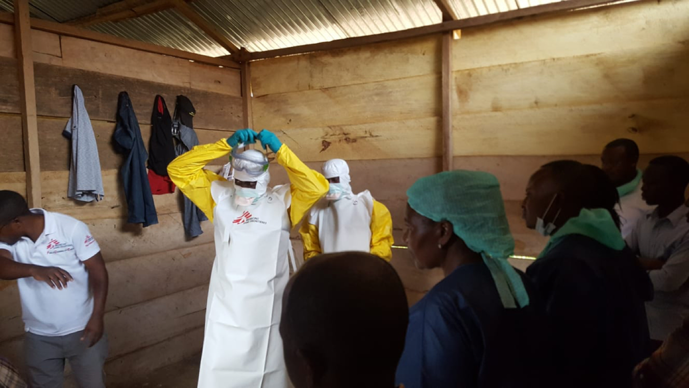 Een 'ebola team' van Artsen Zonder Grenzen aan het werk in North Kivu. CREDIT: Sylvie Michaud/MSF